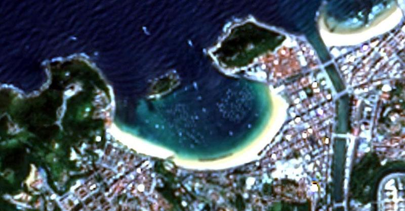 Playas nudistas a vista de imagen aérea de Landsat