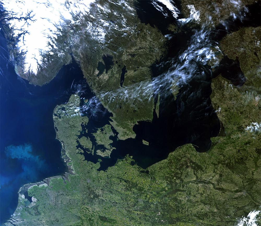 Imagen satélite Sentinel 3B del Norte de Europa libre de nubes