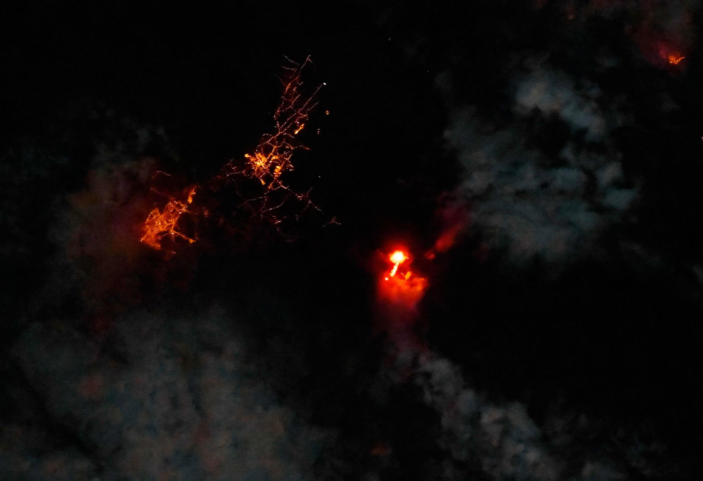 Foto nocturna del volcán de la Palma Cumbre Vieja